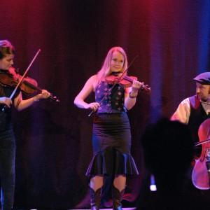 Anna Lindblad Trio fr.v. Emma Ahlberg, Anna LIndblad & Anders Löfberg