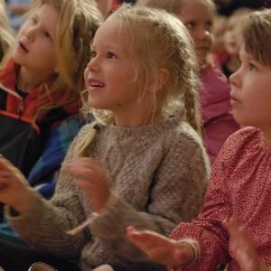 Helgas resa 8, barnprogram med Kraja