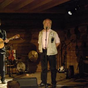 Triller 1, Erik Ronström, Pelle Schunnesson (konferencier)