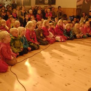 Helgas resa 1, barnprogram med Kraja