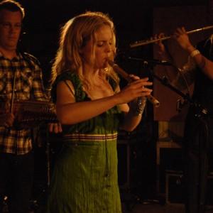 Outhouse Allstars med Sofia Karlsson, Ola Hertzberg, Sofia Karlsson, William Olsson 2