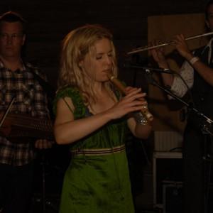 Outhouse Allstars med Sofia Karlsson, Ola Hertzberg, Sofia Karlsson, William Olsson